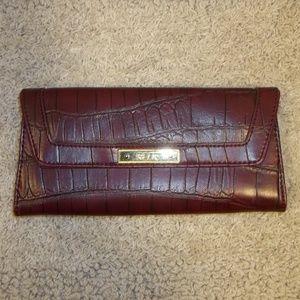Relic Clutch Wallet Animal Skin Texture Burgundy